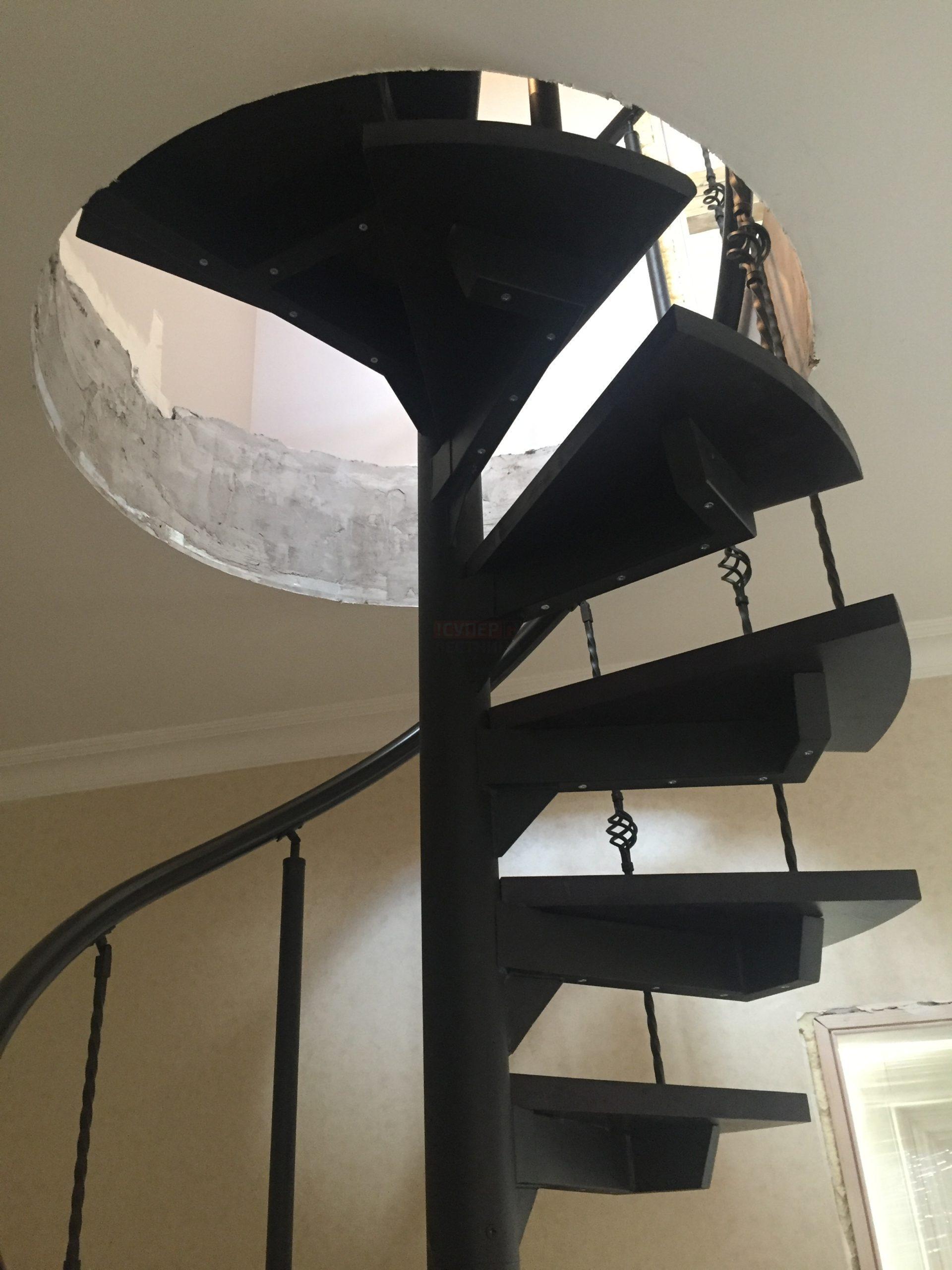 Винтовая лестница на металлокаркасе «Престиж»